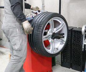 E89 Z4 35I タイヤ交換/ホイールリペア