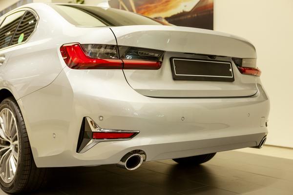 BMWの車検はディーラーがいい?整備工場がいい?