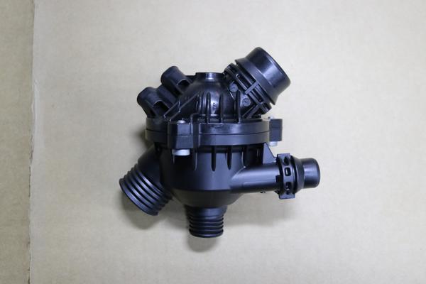 E60 525i 水漏れ修理<電動サーモスタット>のサムネイル