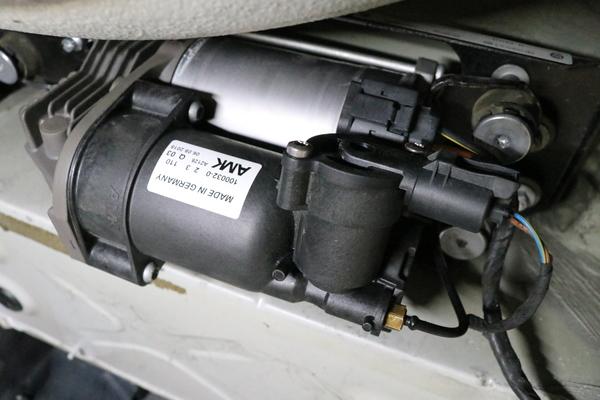 BMW E61 530 525 エアサス修理のサムネイル