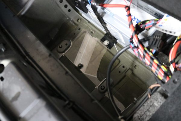 F10 523I サイドブレーキ解除できない修理のサムネイル