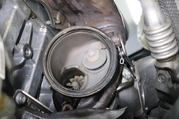 F10 523I 始動時白煙出る修理のサムネイル